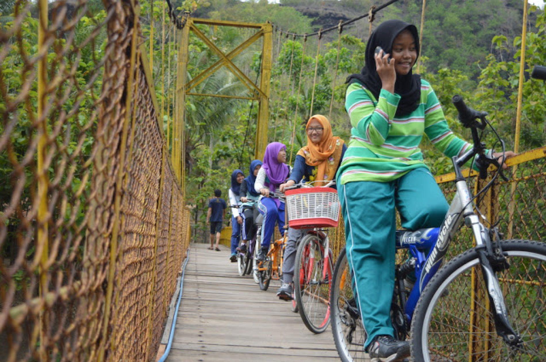 Klasik, Jembatan Kuning Selopamioro Desa Kedung Miri Imogiri