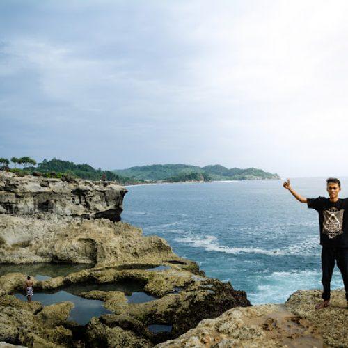 Pantai Kedung Tumpang, Kolam Renang Alami dan Pesona Karangnya