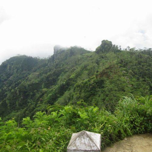 Menjelajah Bukit Menoreh Puncak Suroloyo