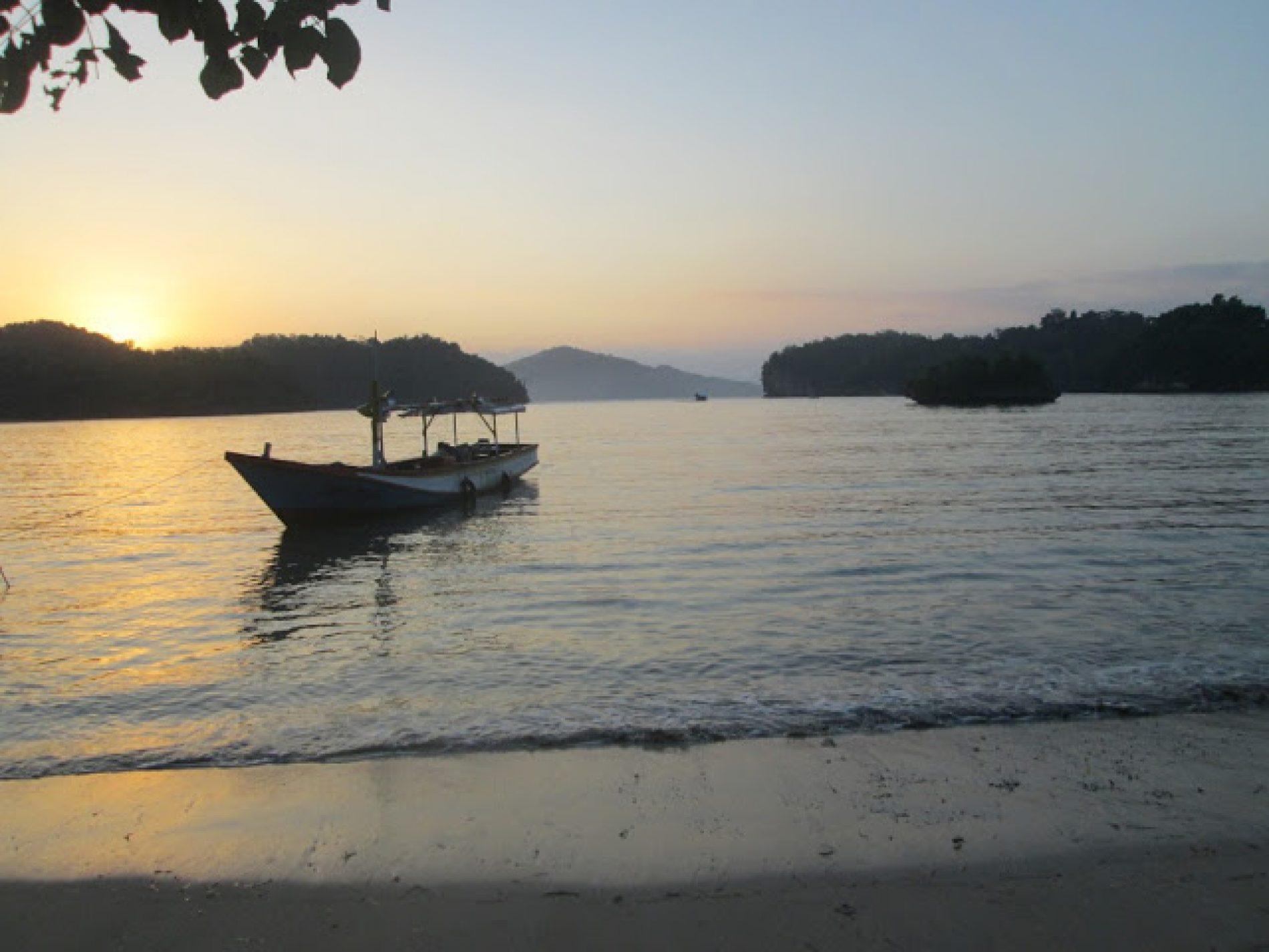 Nekat, Mengejar Sunrise di Teluk Segoro Anakan Pacitan