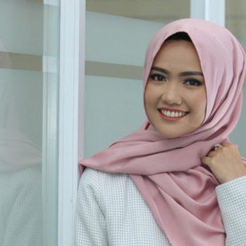 Memilih Hijab Lebaran Syar'i Yang Menyentuh Hati