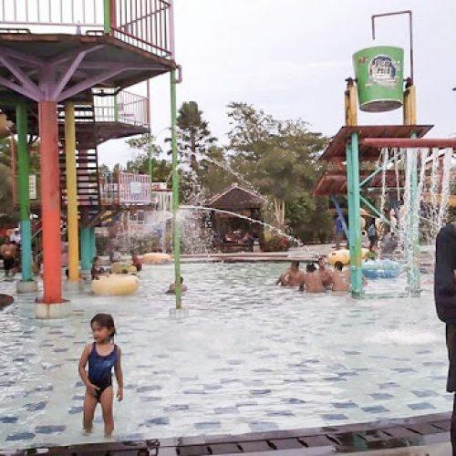 Bermain Air di Grand Puri Waterpark