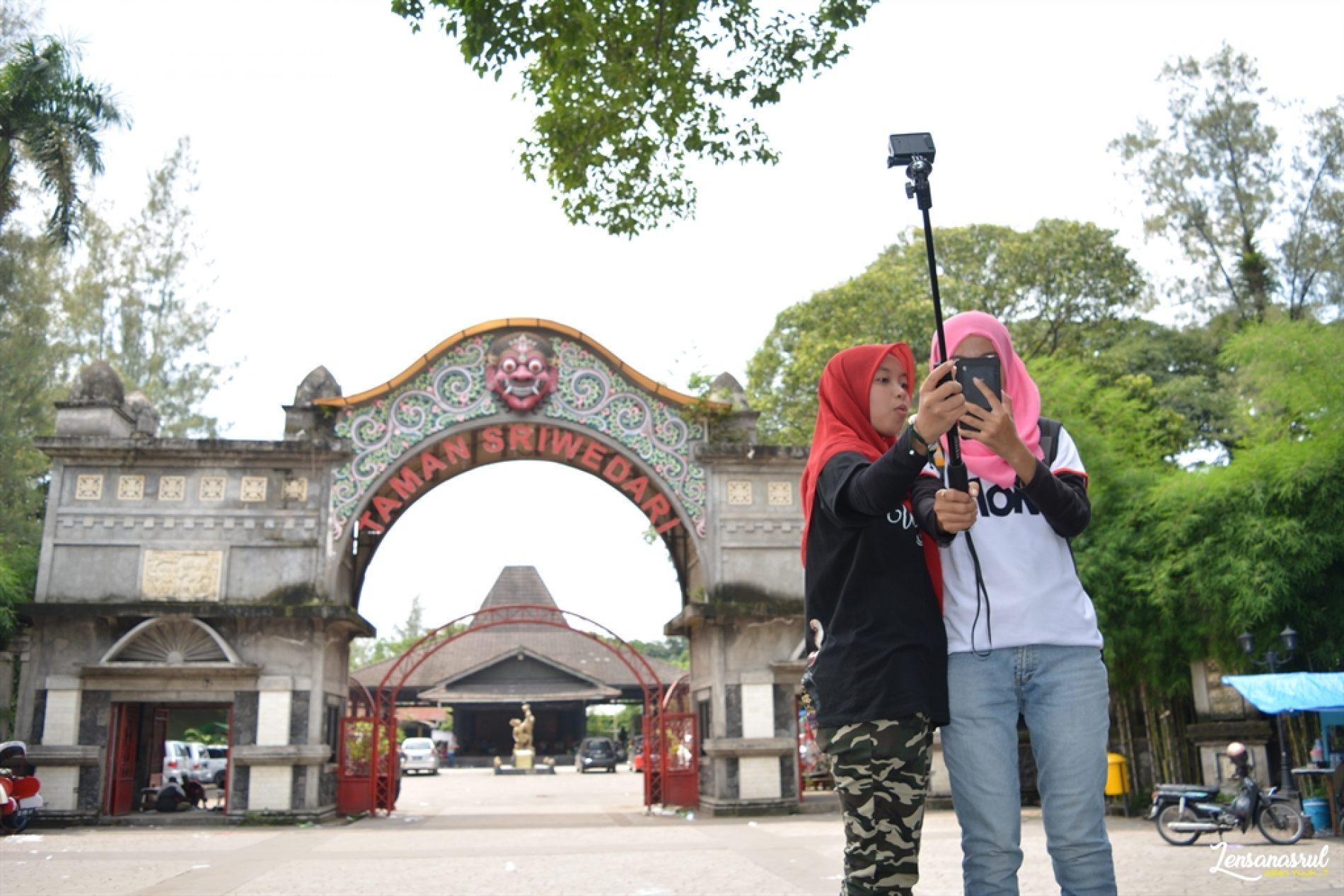 Keliling Kota Solo Bareng Dua Hijaber