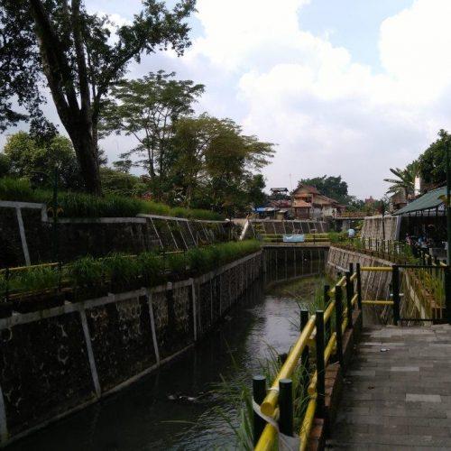 Berkunjung di Karangwaru Riverside, Ruang Publik Ramah Lingkungan