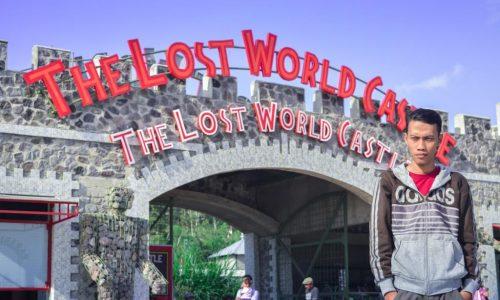 Kemegahan The Lost World Castle Bersama Gunung Merapi