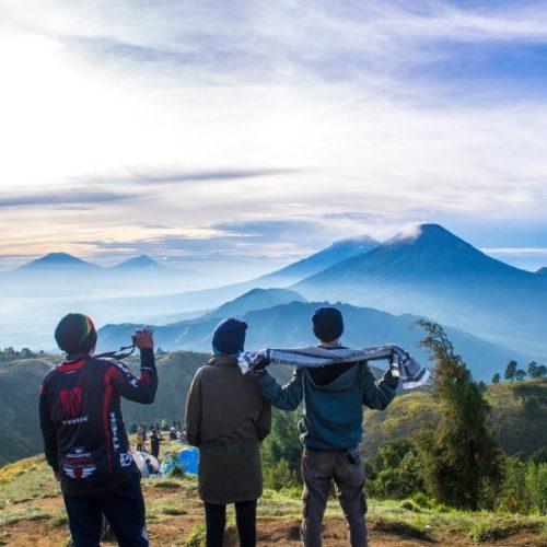 Cerita di Balik Keindahan Gunung Prau, Pendakian Perdana