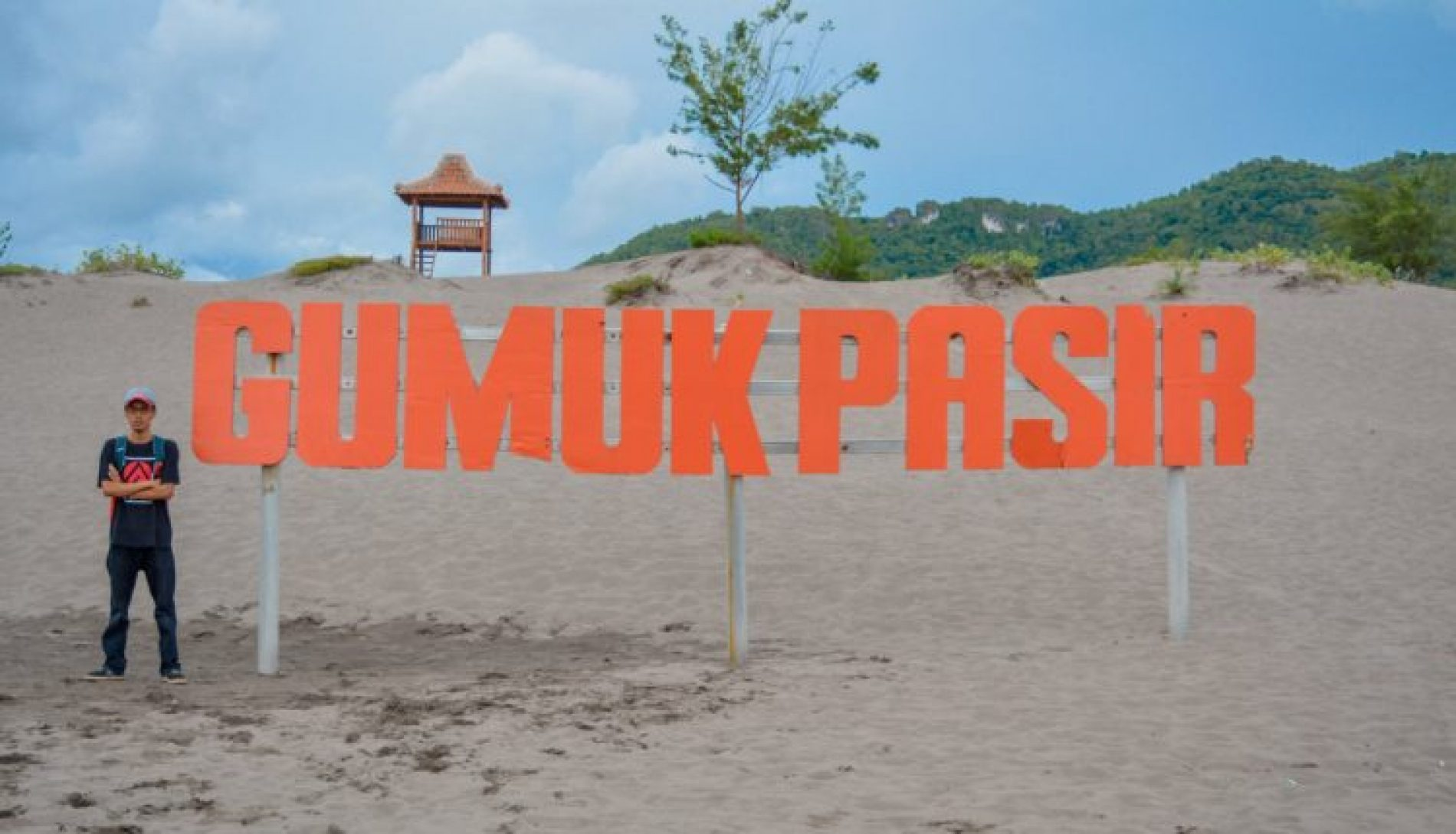 Mencoba Sandboarding Di Gumuk Pasir Parangkusumo Yogyakarta
