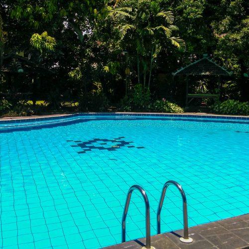 Berenang di Kolam Renang Hotel Winotosastro Jogja