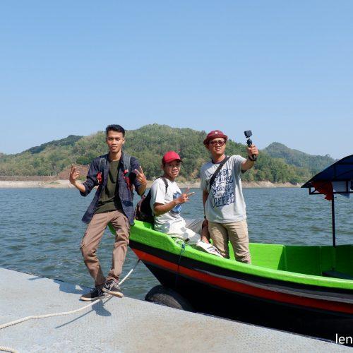 Menikmati Wisata Waduk Sermo Dengan Perahu