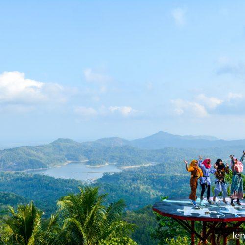 Pule Payung, Wisata Alam Dengan Pemandangan Waduk Sermo