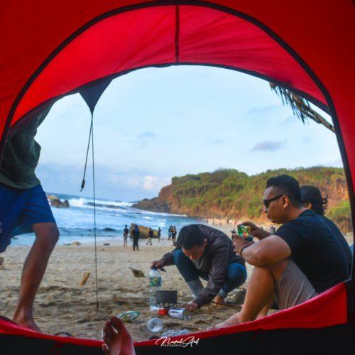 Camping Santai di Pantai Jungwok Gunungkidul