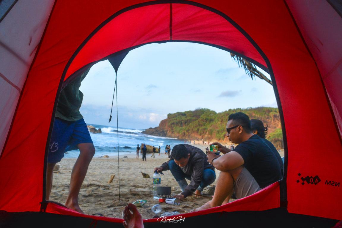 Camping di Pantai Jungwok Gunungkidul