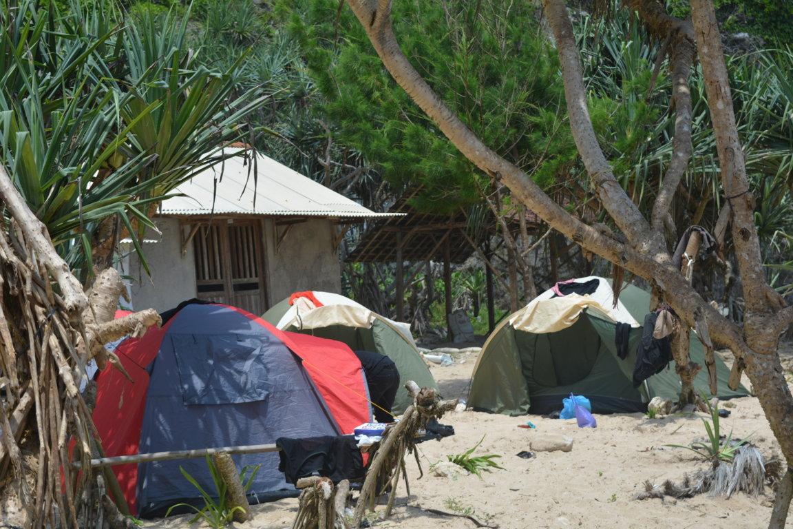 Camping di Pantai Sanglen Gunungkidul
